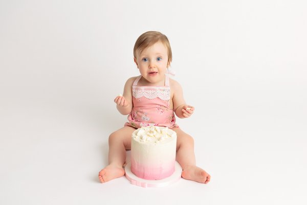 Baby in Cake Smash Photography